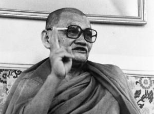 Ajahn Chah meditasi seperti anak menangkap kadal