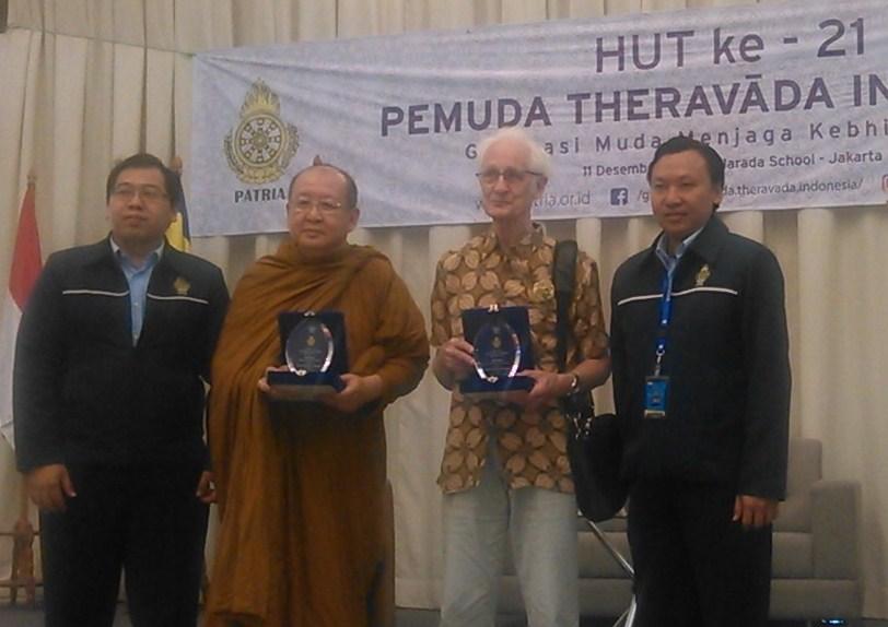 romo-prof-dr-franz-magnis-suseno-dan-ym-dr-bhikkhu-jotidhamma-mahathera-memberikan-semangat-kebhinnekaan-dalam-ulang-tahun-patria-ke-21-di-narada-school-jakarta