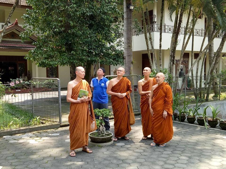 makan dengan bijaksana oleh YM. Pannavaro mahathera